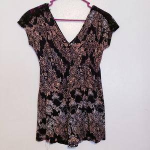 Daytrip lace trim soft v-neck v-back top shirt